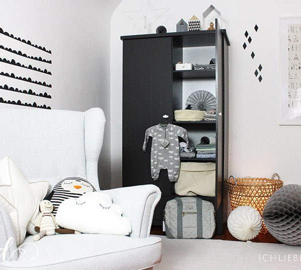 kinderzimmerdeko wickeltisch wolkenlampe ich liebe deko. Black Bedroom Furniture Sets. Home Design Ideas