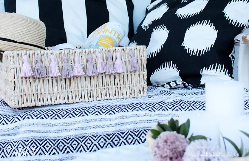 Bastkorb mit DIY Tasseln als Sommerdeko