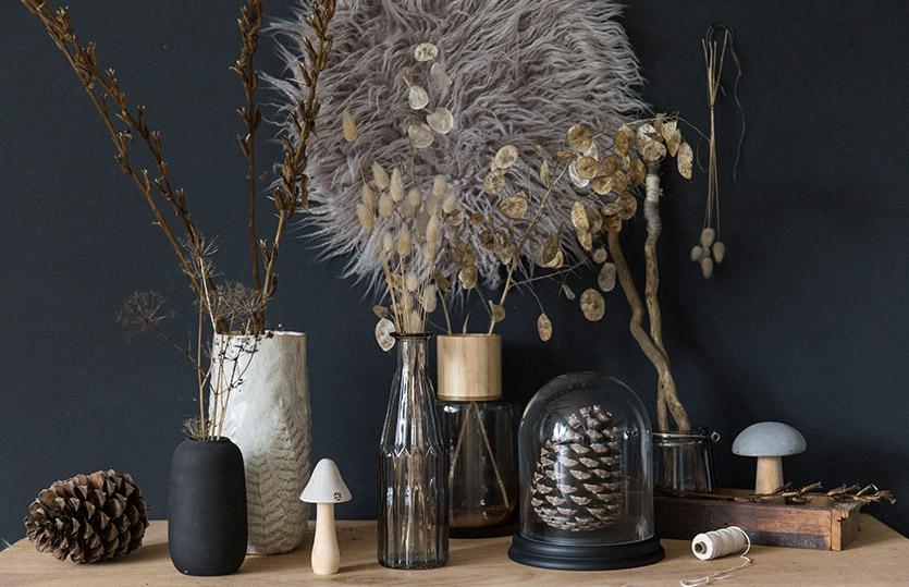 Herbstdekoration: Gräser & Co. schön in Vasen dekoriert