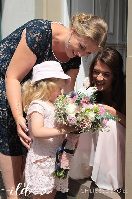 Braut,-Trauzeugin-und-Blumenkind
