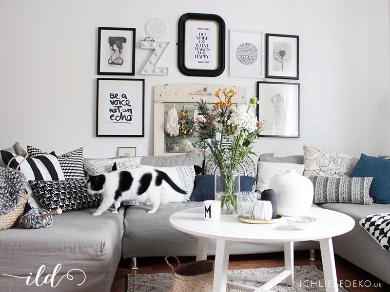 Couchlandschaft-mit-vielen-Kissen-im-Vintage-Boho-Look