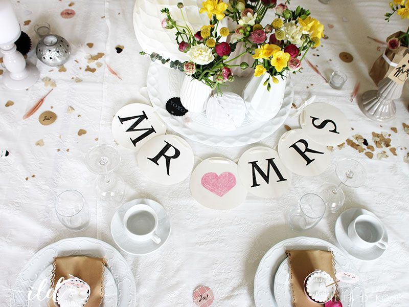 DIY Mr and Mrs Girlande zur Hochzeit