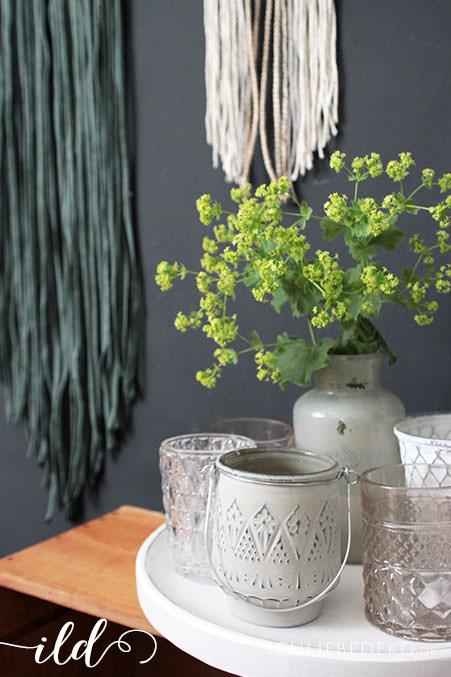 Dekoration-mit-Teelichthaltern-im-Boho-Look