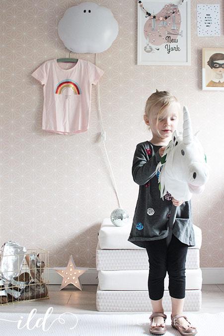 Einhornreiten-im-Kinderzimmer