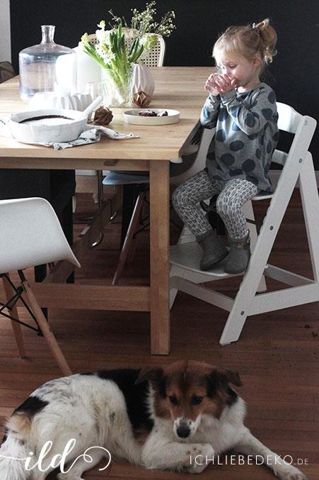 Essen-mit-Kind-und-Hund