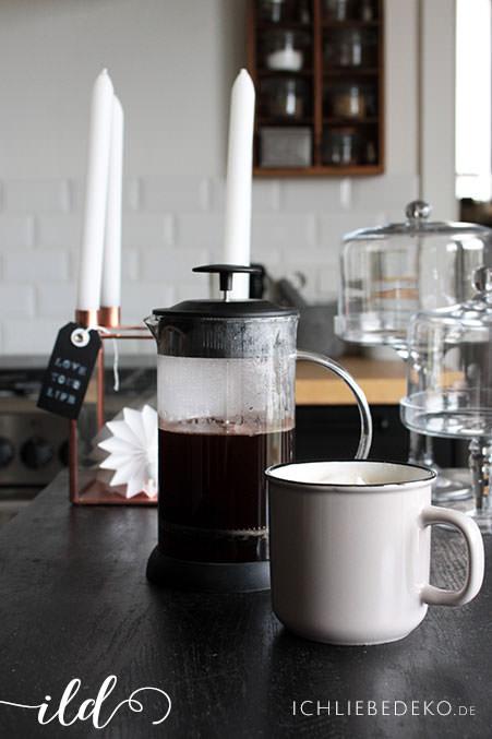 Frischer-Kaffee-in-der-Küche