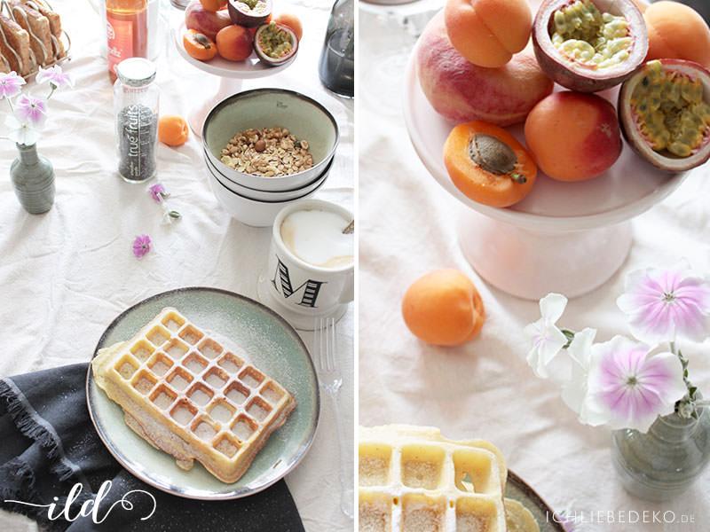 Gedeckter-Frühstückstisch-im-Sommerlook