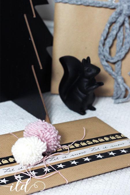geschenkverpackung-mit-pompoms-und-washitape