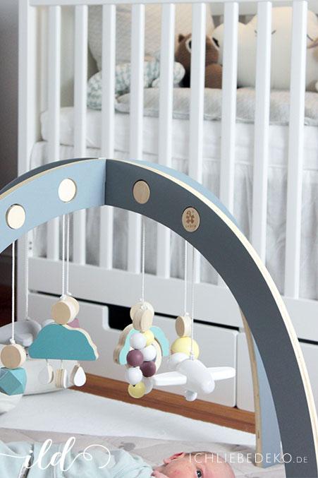 spielbogen aus holz hohenverstellbar. Black Bedroom Furniture Sets. Home Design Ideas