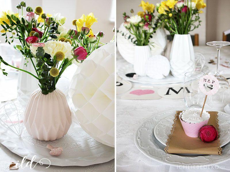 Hochzeitsdeko-mit-bunten-Blumen