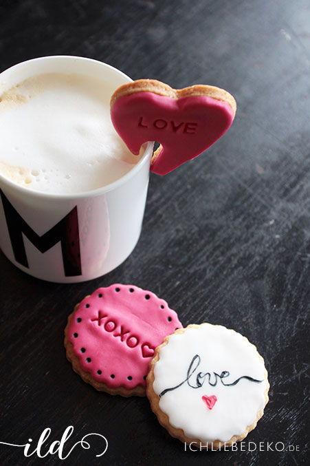bunte Kekse als Backidee zum Valentinstag