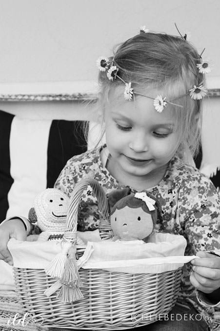 Kinderkorb-mit-DIY-Tasseln