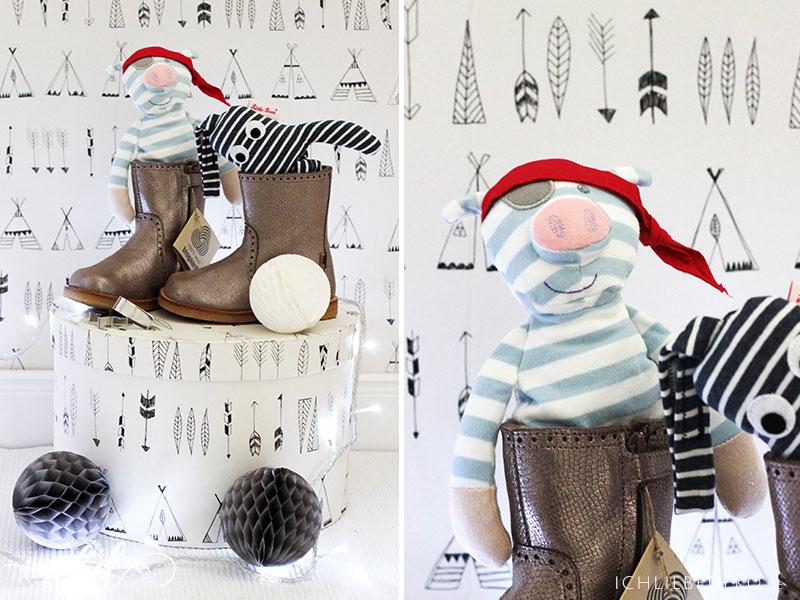kinderschuhe-und-kuscheltiere-zu-weihnachten