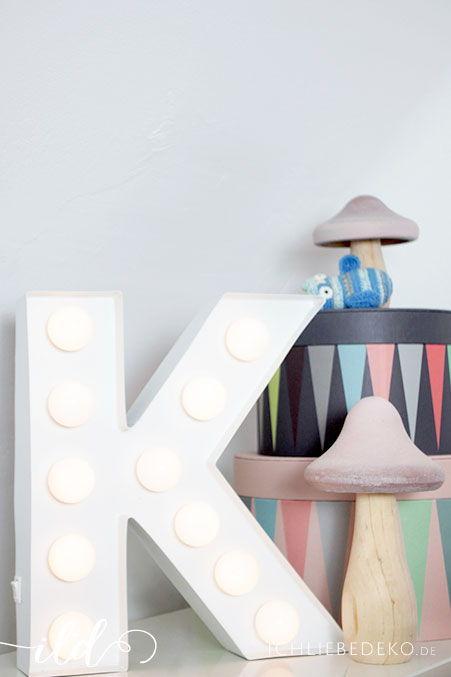 Kinderzimmerdeko-mit-Leuchtbuchstaben