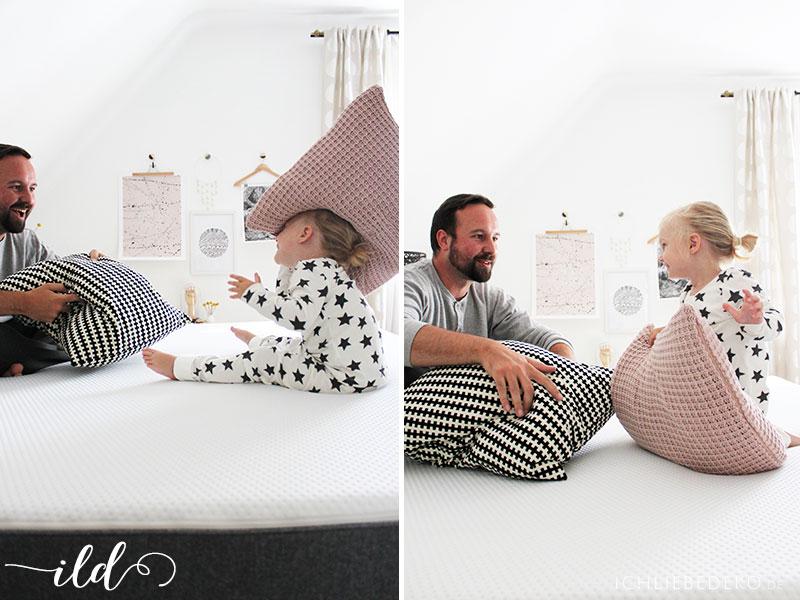 Kissenschlacht-mit-Kindern