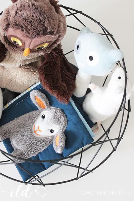 IKEA Babyzimmer mit Stofftieren