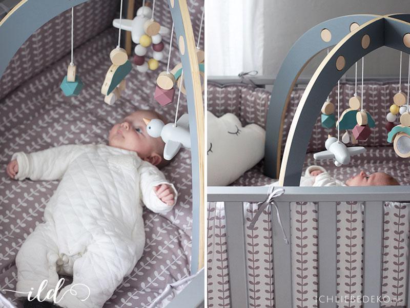 Laugitter-für-Babys-mit-Spielbogen
