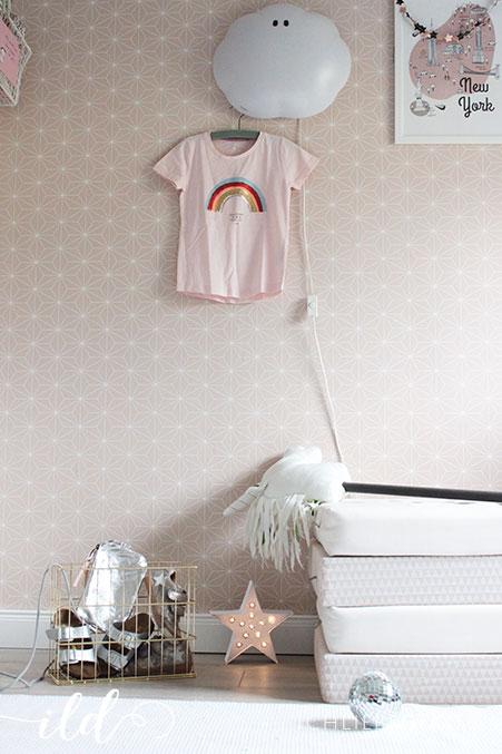 Mädchenzimmer-in-Pastellrosa-mit-einem-Hauch-Glitzer