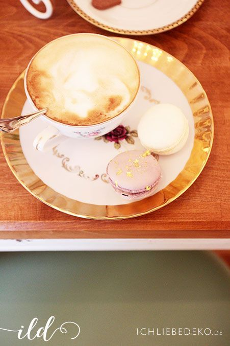 Macarons-&-Cappuccino