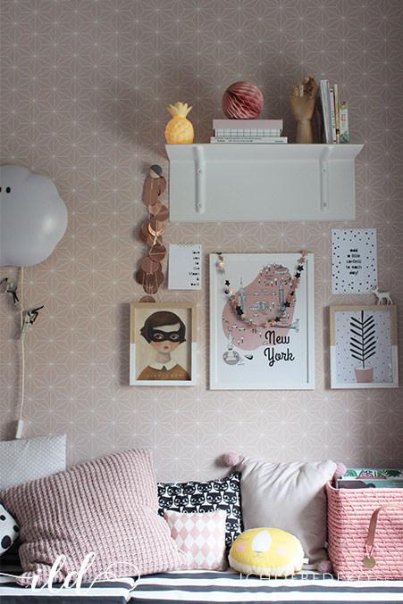 Mädchenzimmer-in-Altrosa,-Gelb-und-Schwarz
