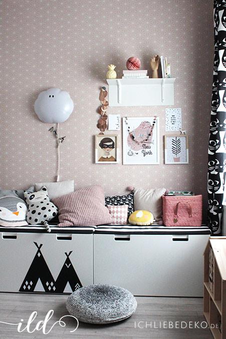 Mädchenzimmer-mit-gemütlicher-Leseecke