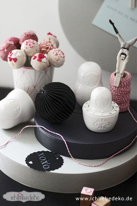 cake pops mit herzen zum valentinstag ich liebe deko. Black Bedroom Furniture Sets. Home Design Ideas