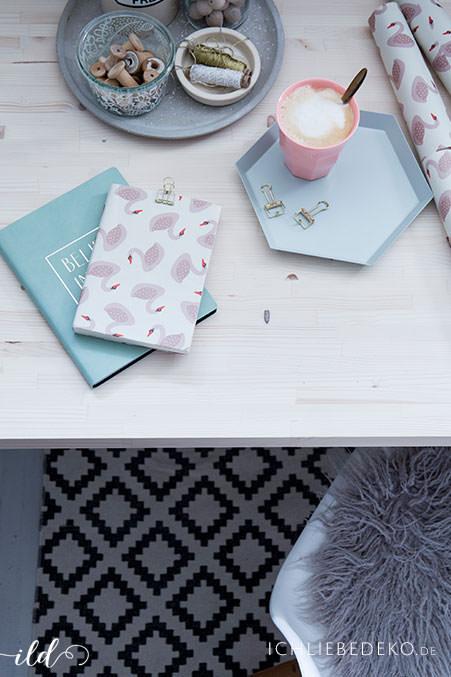 Notizbuecher-in-Pastelltoenen-als-Geschenk-zu-Weihnachten