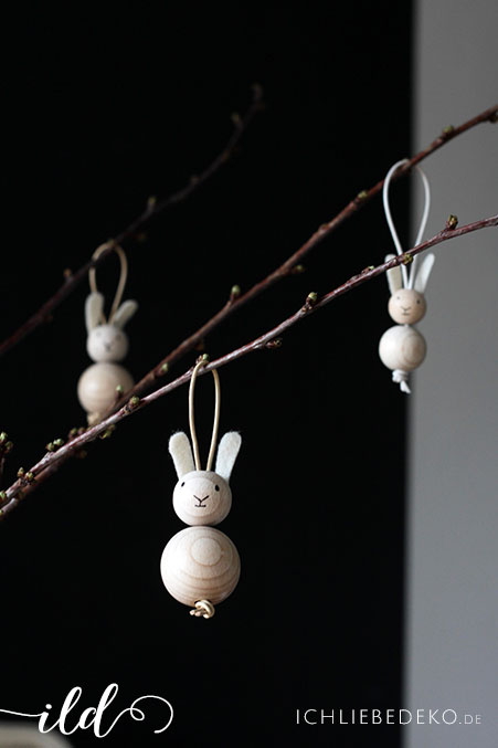 Osterhasenanhänger-aus-Holzkugeln