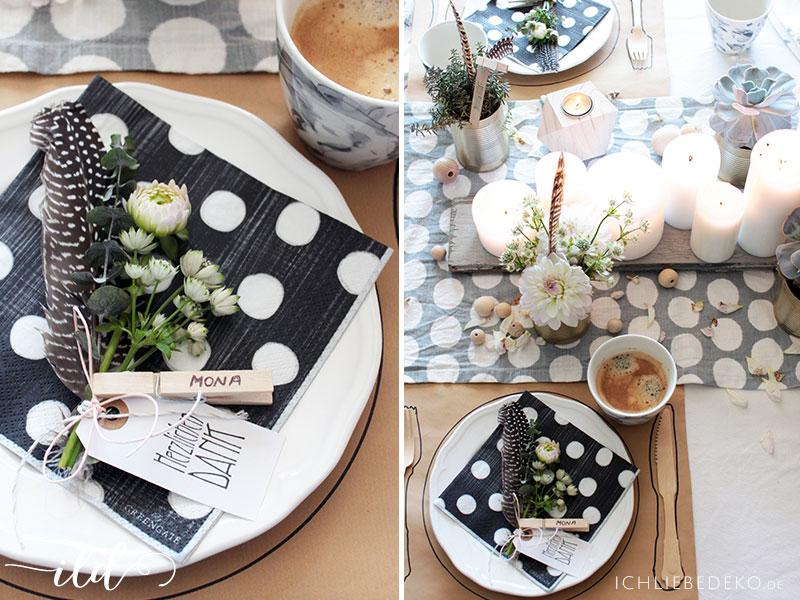 Platzkarten-mit-Blumen,-Federn-und-Klammer