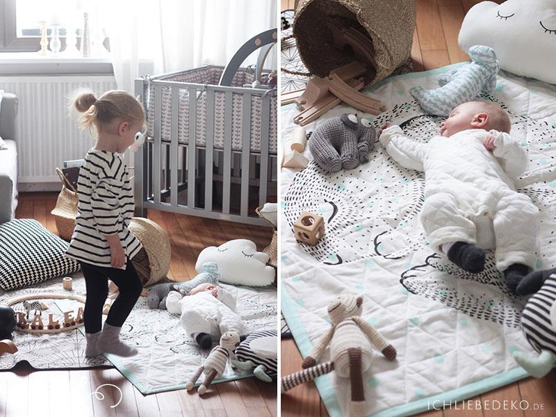 Schöner-Spielbereich-für-Kinder-im-Wohnzimmer-