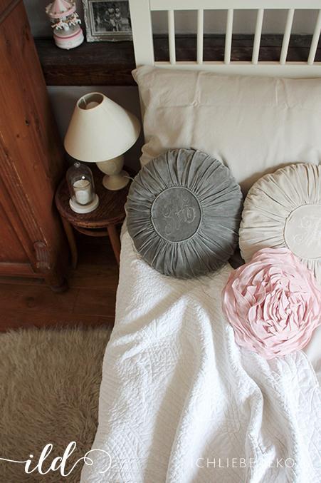 schlafzimmerdeko im romantik look ich liebe deko. Black Bedroom Furniture Sets. Home Design Ideas
