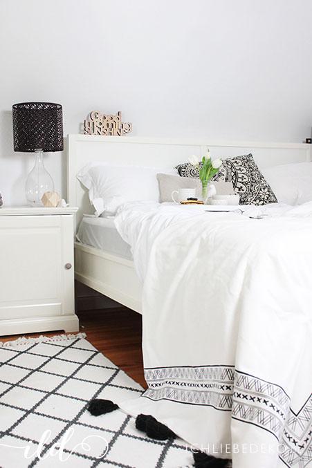 Schlafzimmer-im-Skandi-Schwarz-Weiß-Look