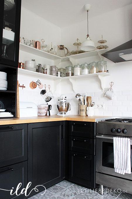 Schwarze-Küche-im-modernen-Skandi-Look