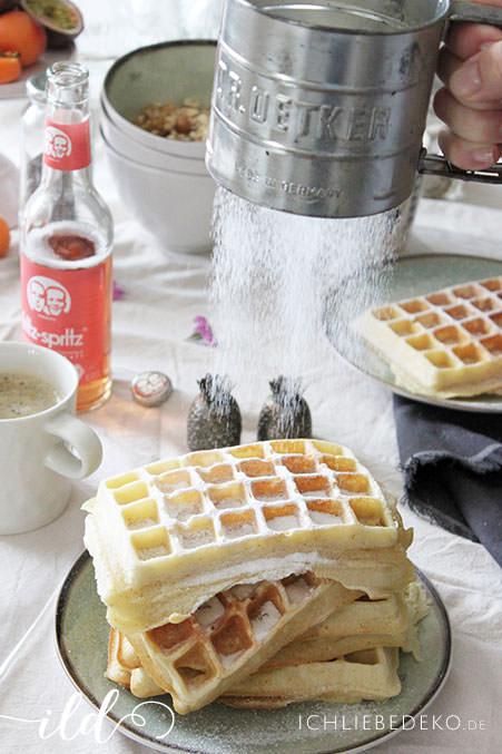 Selbstgemachte-Belgische-Waffeln-zum-Frühstück