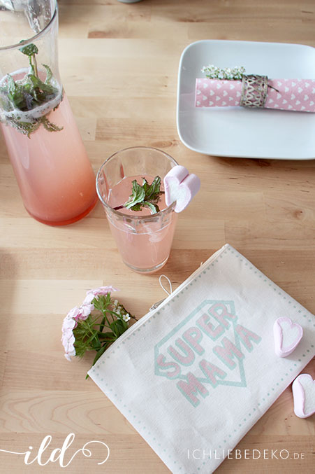 Selbstgemachte-Erdbeer-Rhabarber-Limonade