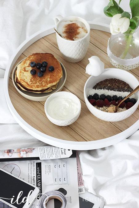 Sonntagsfrühstück-im-Bett