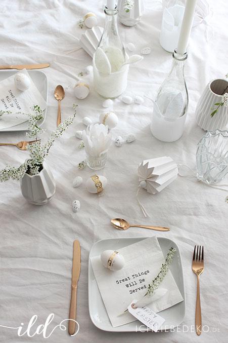 Tischdeko-für-den-Osterbrunch-in-Weiß-Gold