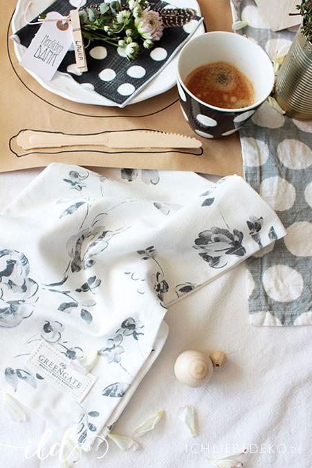 Tischdeko-mit-Greengate-Produkten-im-Schwarz-Weiß-Look