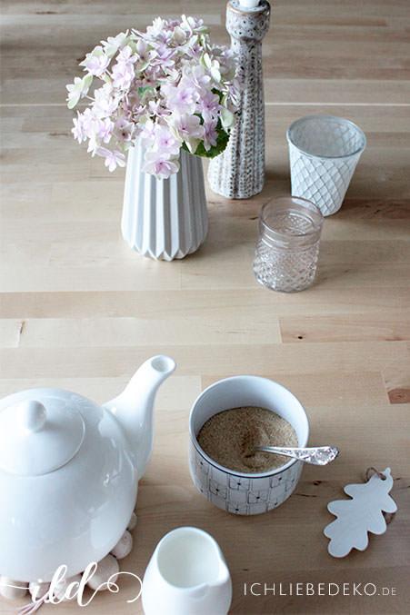 Tischdekoration-in-leichter-EinfachheitTischdekoration-in-leichter-Einfachheit