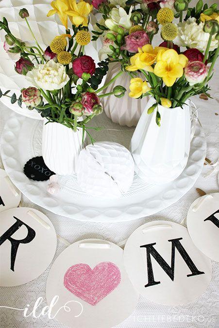 Vintage-DIY-Hochzeitsdeko-mit-bunten-Blumen