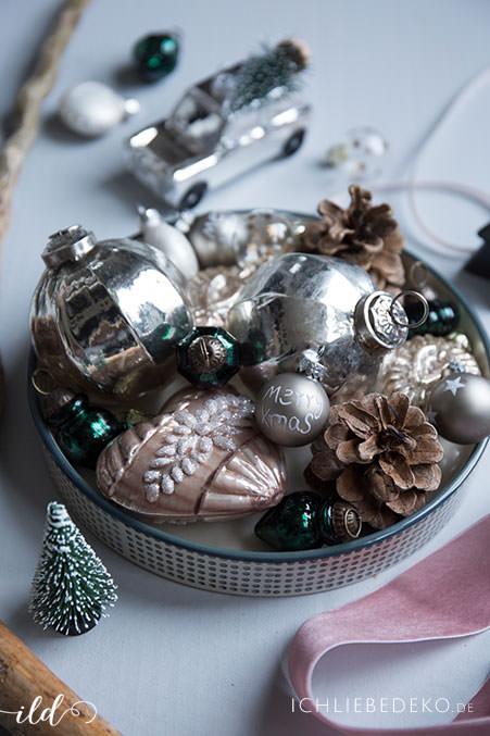 Vintage-Weihnachtskugeln-in-Altrosa-unnd-Dunkelgrün