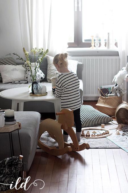 Wohnzimmer-als-Spielbereich-für-Kinder