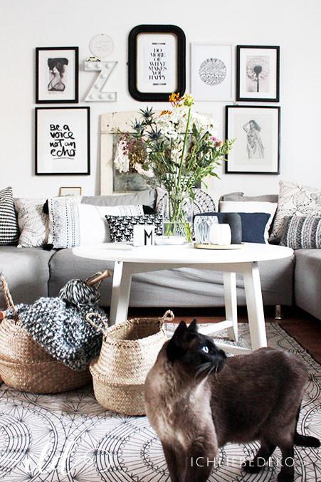 Wohnzimmer-im-Vintage-Boho-Look-mit-frischen-Blumen