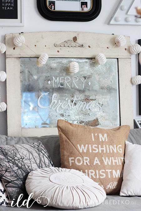 wohnzimmer-im-gemuetlichen-weihnachtslook