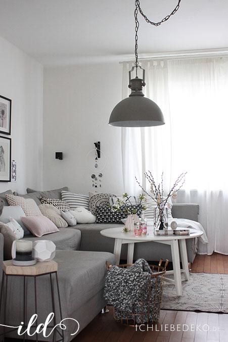 Wohnzimmer-im-hellen-skandinavischen-Stil