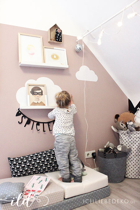 wie aus einem babyzimmer ein kinderzimmer wird inkl. Black Bedroom Furniture Sets. Home Design Ideas