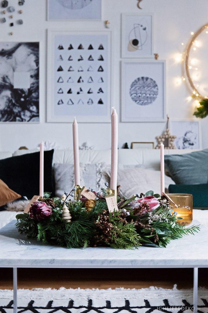 moderner DIY Adventskranz aus Tannengrün und Eukalyptus