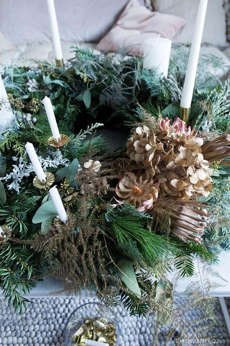 adventskranz-mit-trockenblumen