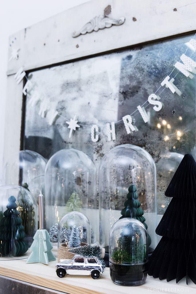 Mini Weihnachtsbäume unter Glasglocke