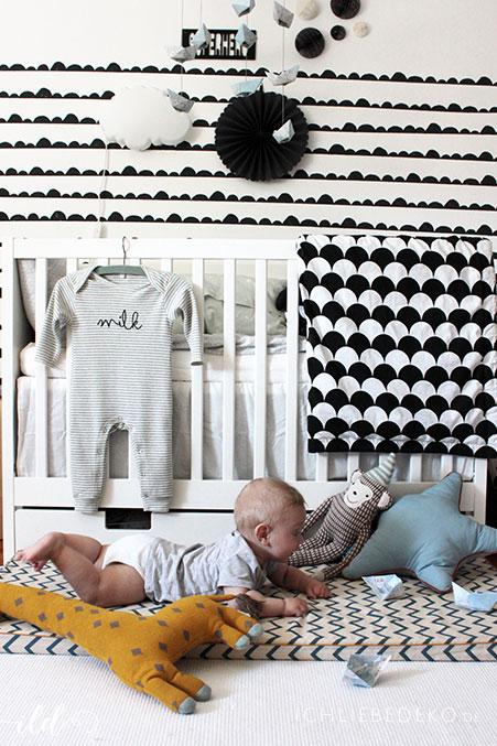 babyzimmer-fuer-jungen-im-schwarz-weiss-look
